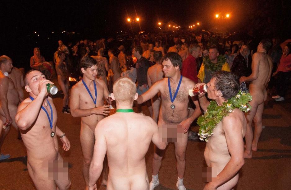 придется счет голые парни на майдане видео такое своеобразное