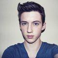 18-летний актер из Австралии Трой Сиван (Tryoe Sivan), который играл персонажа Хью...